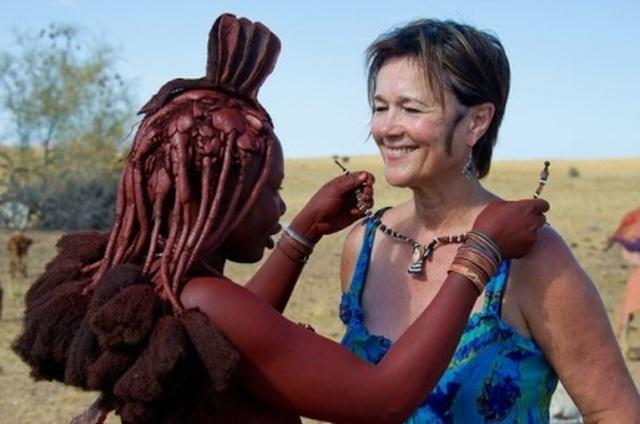 Bộ tộc kỳ lạ nơi phụ nữ để ngực trần, cả đời không tắm bằng nước - 6