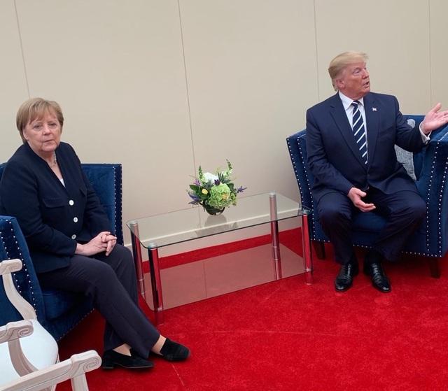 Bức ảnh tố mối quan hệ căng thẳng giữa Thủ tướng Đức và Tổng thống Trump - 1