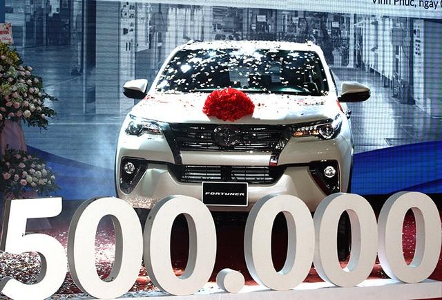 Toyota trở lại lắp ráp Fortuner, tăng giá bán - 1