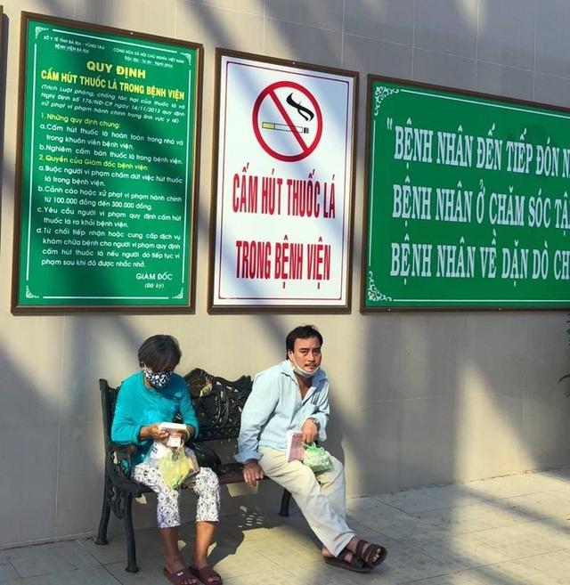 """Quyết liệt """"Nói không với thuốc lá"""" trong bệnh viện - 3"""