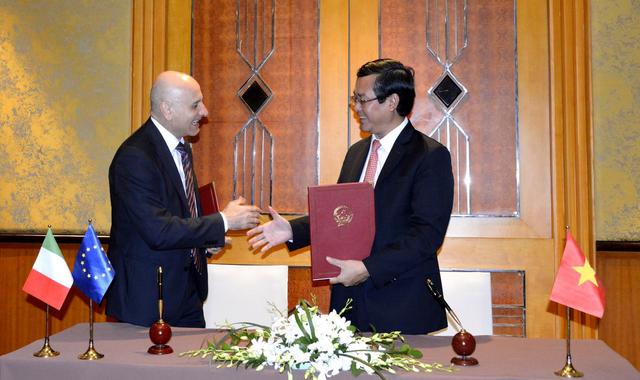 Việt Nam - Italia ký kết hợp tác trong giáo dục và cấp học bổng - 1