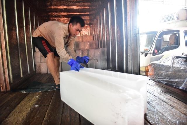 Bên trong xưởng đá lạnh khổng lồ ướp vải thiều Bắc Giang - 10