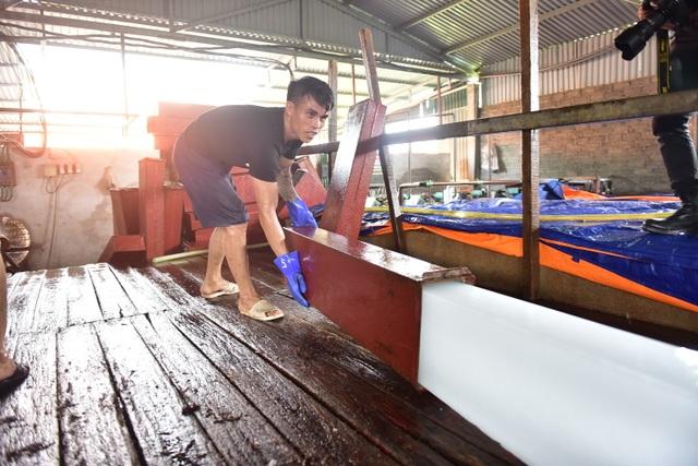 Bên trong xưởng đá lạnh khổng lồ ướp vải thiều Bắc Giang - 8