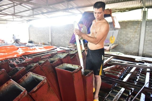 Bên trong xưởng đá lạnh khổng lồ ướp vải thiều Bắc Giang - 2