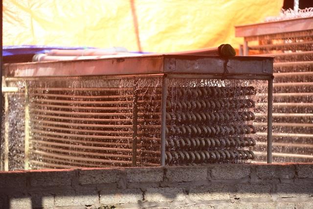 Bên trong xưởng đá lạnh khổng lồ ướp vải thiều Bắc Giang - 5