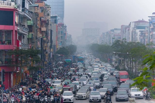 Thắt lòng xem cảnh đẹp, con người Việt Nam mờ ảo trong khói bụi - 9