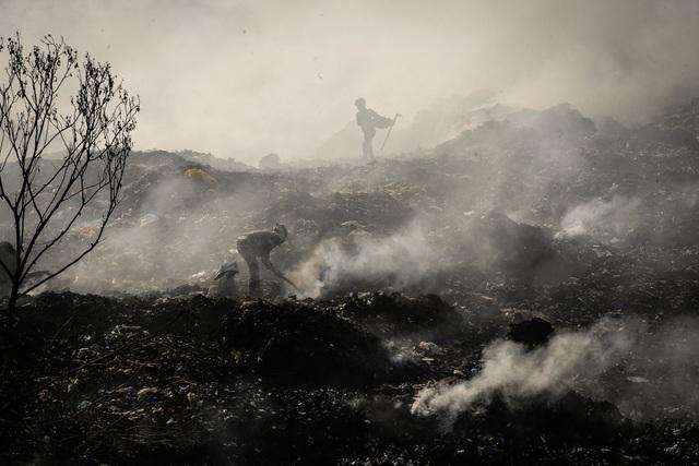 Thắt lòng xem cảnh đẹp, con người Việt Nam mờ ảo trong khói bụi - 2