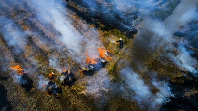Thắt lòng xem cảnh đẹp, con người Việt Nam mờ ảo trong khói bụi - 7