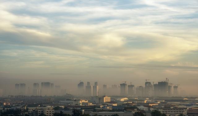 Thắt lòng xem cảnh đẹp, con người Việt Nam mờ ảo trong khói bụi - 18
