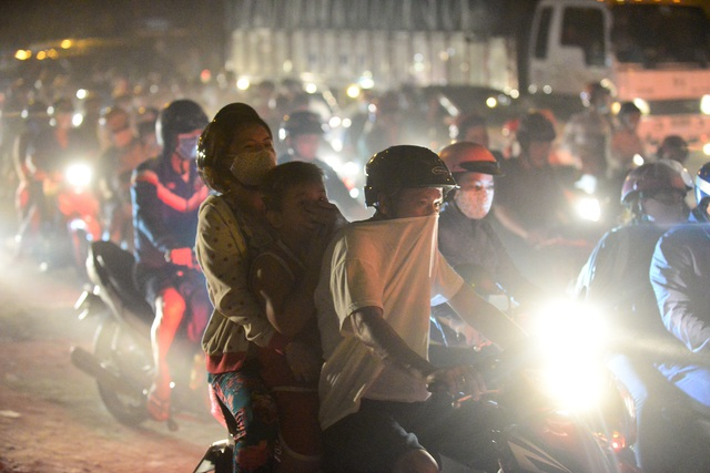 Thắt lòng xem cảnh đẹp, con người Việt Nam mờ ảo trong khói bụi - 16