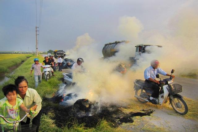 Thắt lòng xem cảnh đẹp, con người Việt Nam mờ ảo trong khói bụi - 12