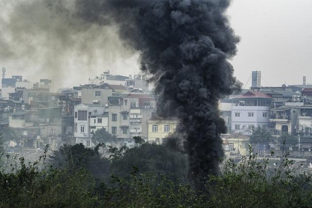 Thắt lòng xem cảnh đẹp, con người Việt Nam mờ ảo trong khói bụi - 10