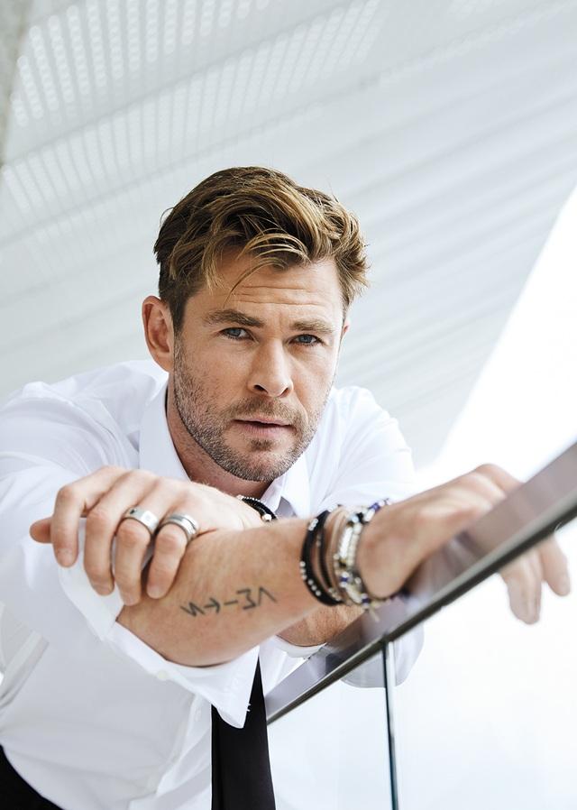 Sau khi bối rối vì... quá giàu, tài tử Chris Hemsworth dành cả một năm ở bên vợ con - 1