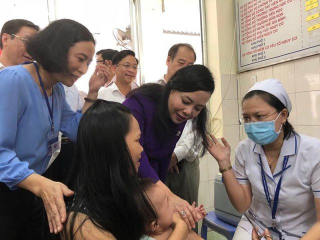 Bộ trưởng Y tế: Đến viện nào việc đầu tiên tôi cũng kiểm tra nhà vệ sinh - 1