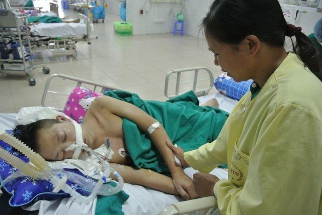Hạnh phúc vỡ òa của chàng trai trẻ bị viêm não được cứu sống nhờ bạn đọc Dân trí - 2