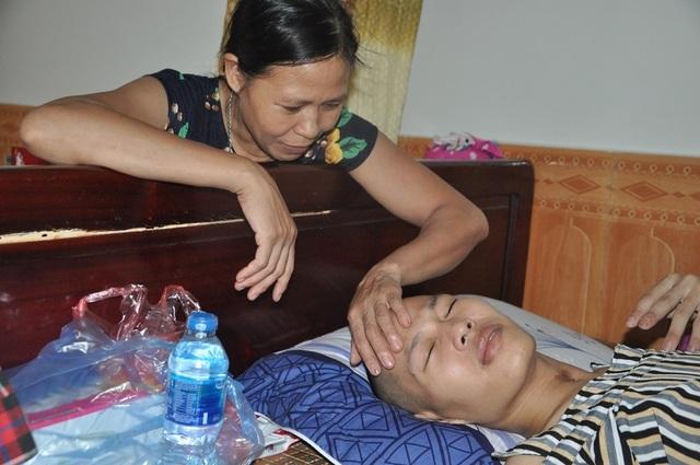 Hạnh phúc vỡ òa của chàng trai trẻ bị viêm não được cứu sống nhờ bạn đọc Dân trí - 7