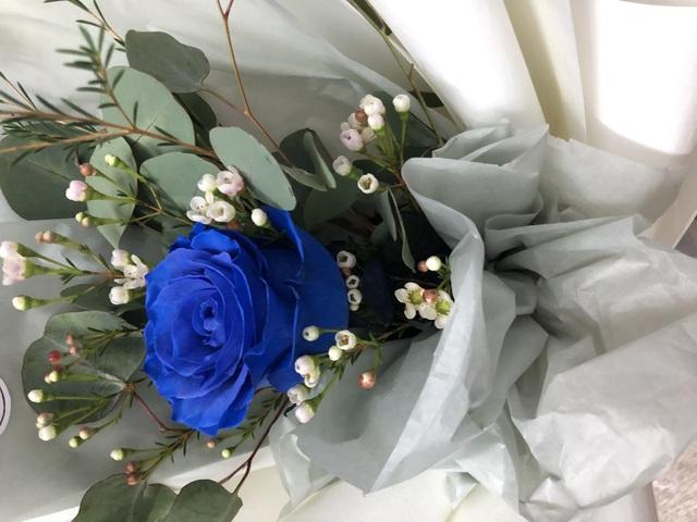 """Hoa hồng xanh nhập khẩu vài trăm ngàn đồng/bông, không vào dịp lễ cũng """"cháy hàng"""" - 1"""