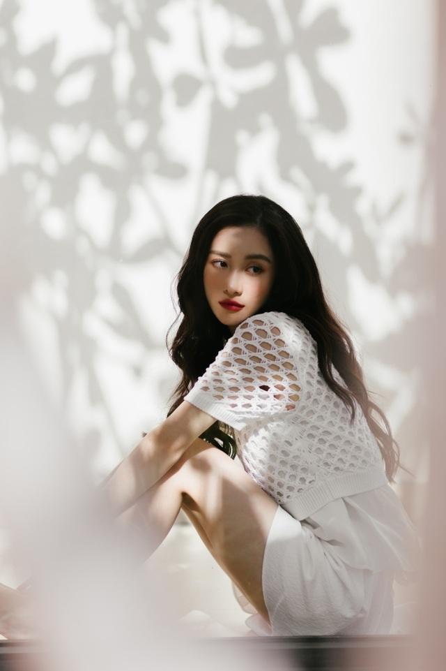 """Jun Vũ tiết lộ mối duyên với Ngô Thanh Vân và thực hư """"nâng ngực kiếm đại gia"""" - 7"""