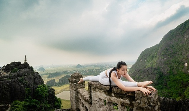 Ấn tượng bộ ảnh yoga tại Hang Múa của mẫu nhí Sài thành - 2