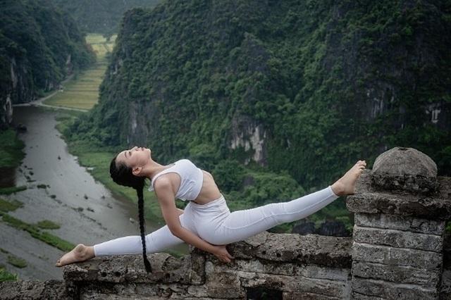Ấn tượng bộ ảnh yoga tại Hang Múa của mẫu nhí Sài thành - 4