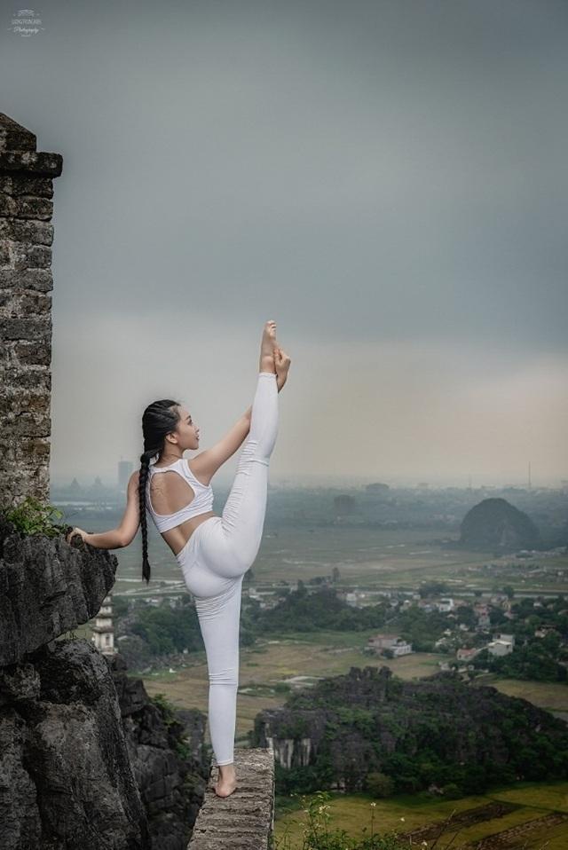 Ấn tượng bộ ảnh yoga tại Hang Múa của mẫu nhí Sài thành - 8