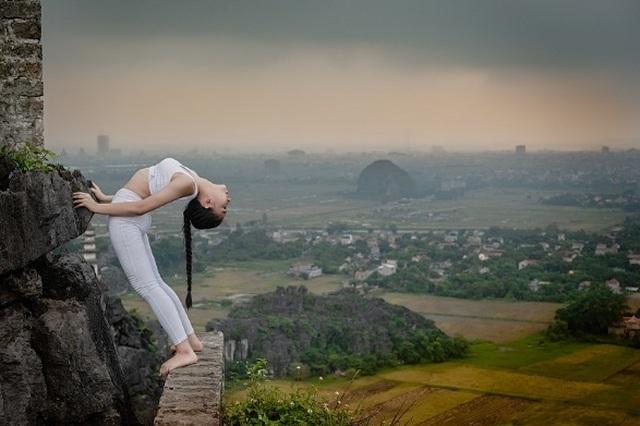 Ấn tượng bộ ảnh yoga tại Hang Múa của mẫu nhí Sài thành - 9