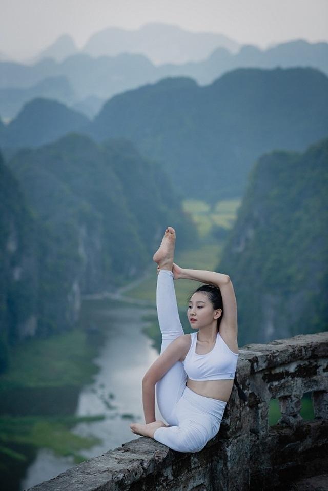 Ấn tượng bộ ảnh yoga tại Hang Múa của mẫu nhí Sài thành - 11