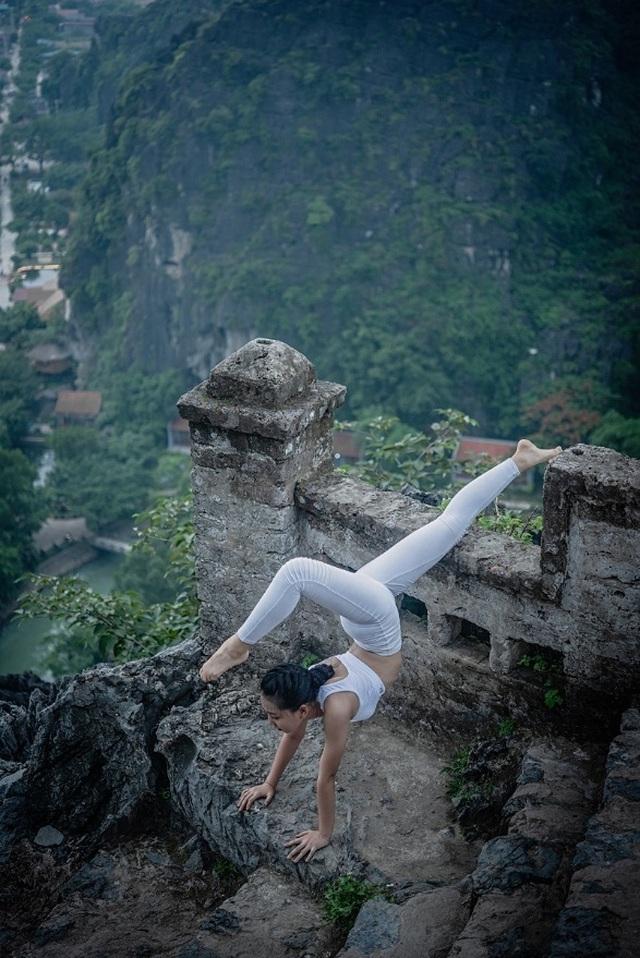 Ấn tượng bộ ảnh yoga tại Hang Múa của mẫu nhí Sài thành - 12