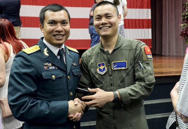 Thượng úy phi công Việt Nam đầu tiên tốt nghiệp khóa huấn luyện phi công tại Mỹ - 4