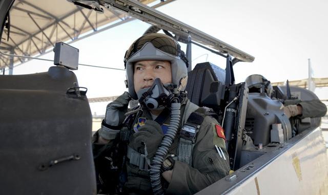 Thượng úy phi công Việt Nam đầu tiên tốt nghiệp khóa huấn luyện phi công tại Mỹ - 2