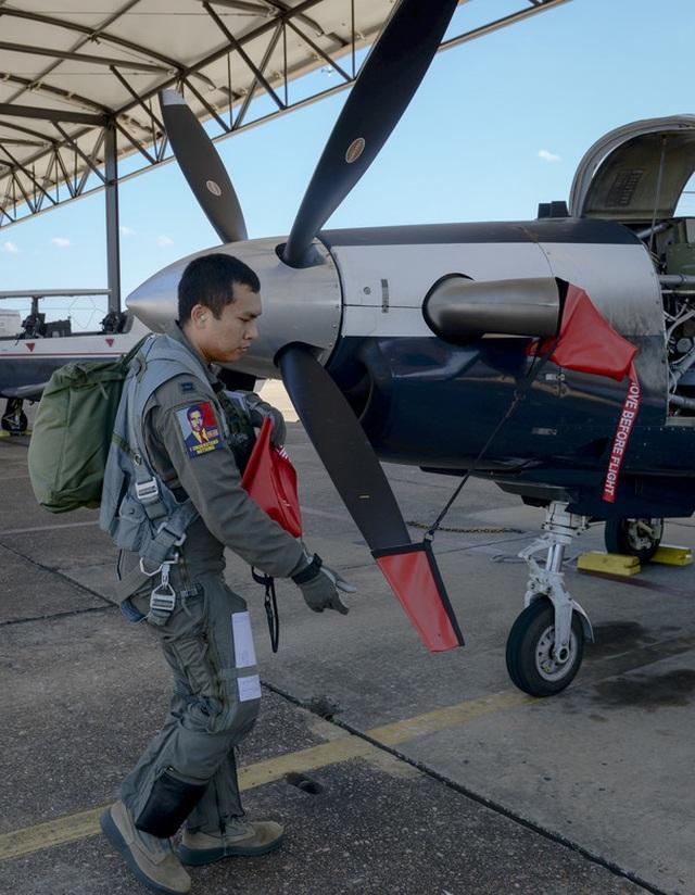 Thượng úy phi công Việt Nam đầu tiên tốt nghiệp khóa huấn luyện phi công tại Mỹ - 3