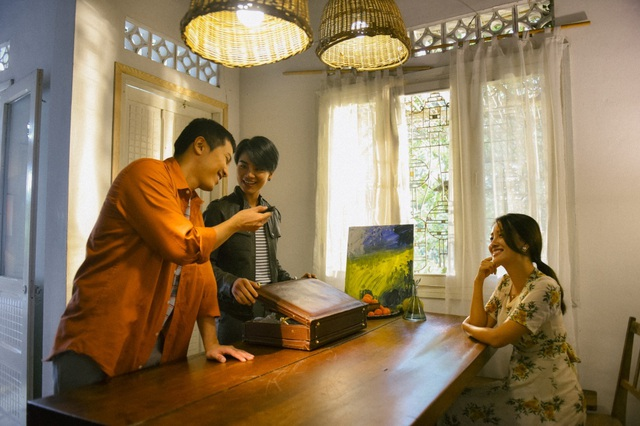 """Phủ nhận yêu đồng giới, BTV Quỳnh Chi và """"tình tin đồn"""" bất ngờ nói về """"cảnh nóng"""",đá ủi"""
