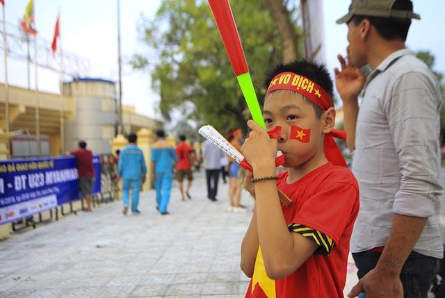 Người dân Phú Thọ phấn khích trước trận giao hữu U23 Việt Nam - U23 Myanmar - 7