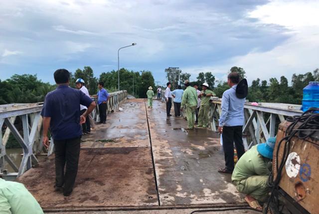 Đã khắc phục xong cây cầu bê tông bị xe tải hạ gục - 1