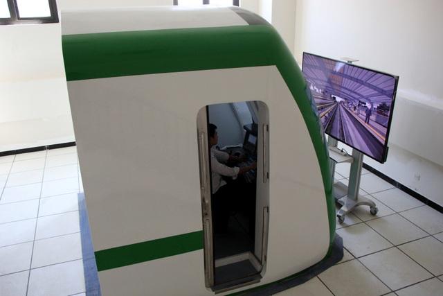 Lái tàu Cát Linh - Hà Đông trên mô hình để tập xử lý sự cố - 1