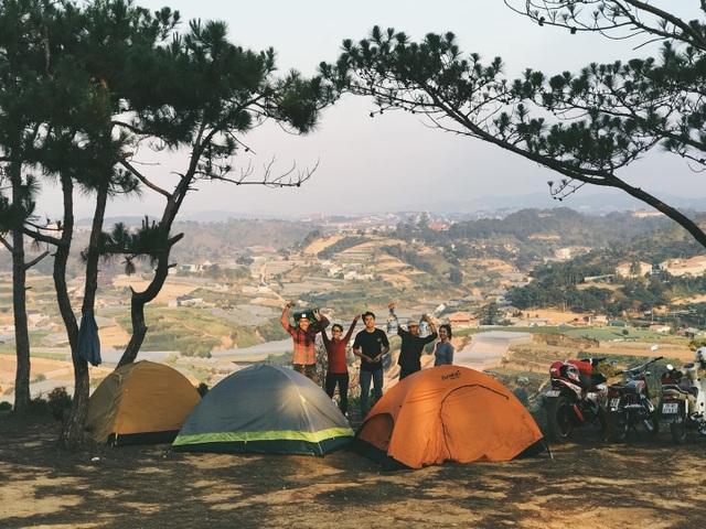 """Đến Đà Lạt thử trải nghiệm cắm trại, săn mây """"đẹp quên lối về"""" - 1"""