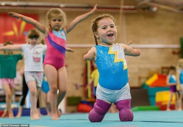 Cảm phục nghị lực của cô bé vận động viên 5 tuổi mất cả tứ chi vì viêm màng não - 12