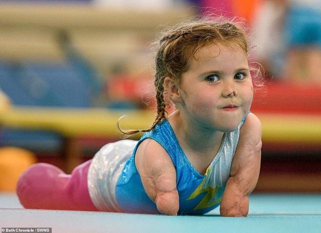Cảm phục nghị lực của cô bé vận động viên 5 tuổi mất cả tứ chi vì viêm màng não - 13