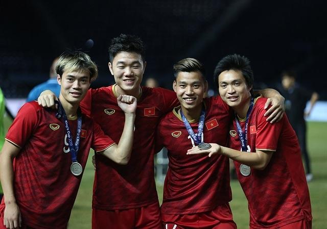 Đội tuyển Việt Nam rạng rỡ với tấm HCB King's Cup 2019 - 6