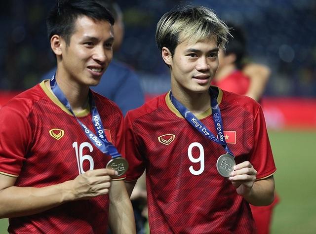 Đội tuyển Việt Nam rạng rỡ với tấm HCB King's Cup 2019 - 7