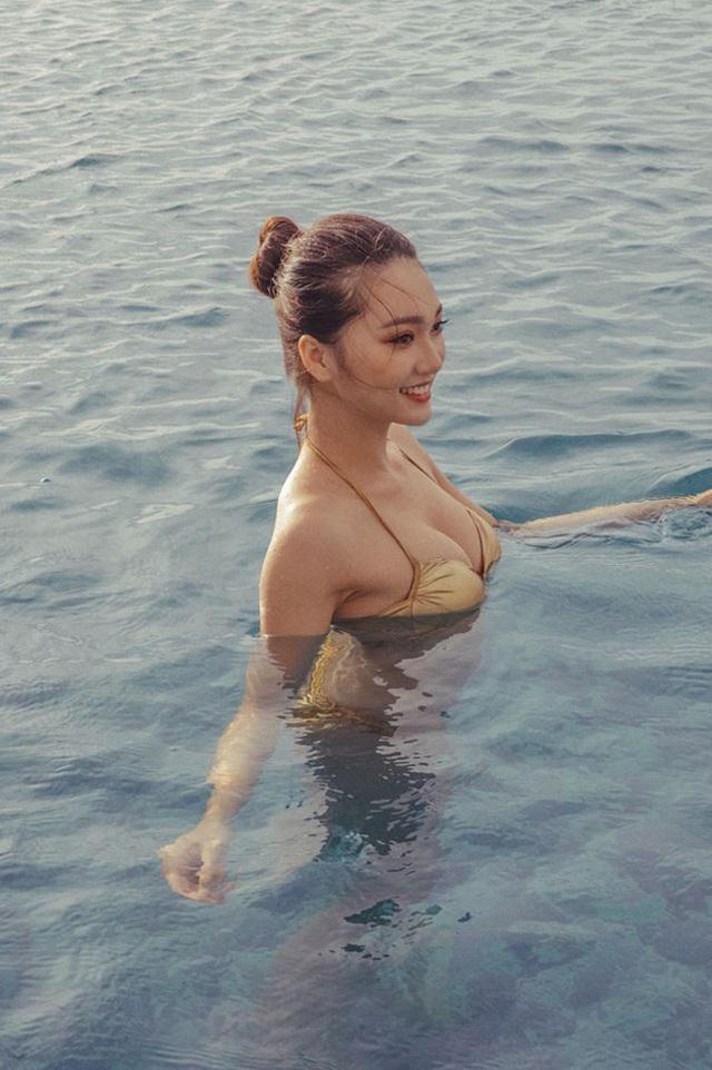 Bạn gái tin đồn của tiền vệ Văn Đức gợi cảm với loạt ảnh bikini - 5