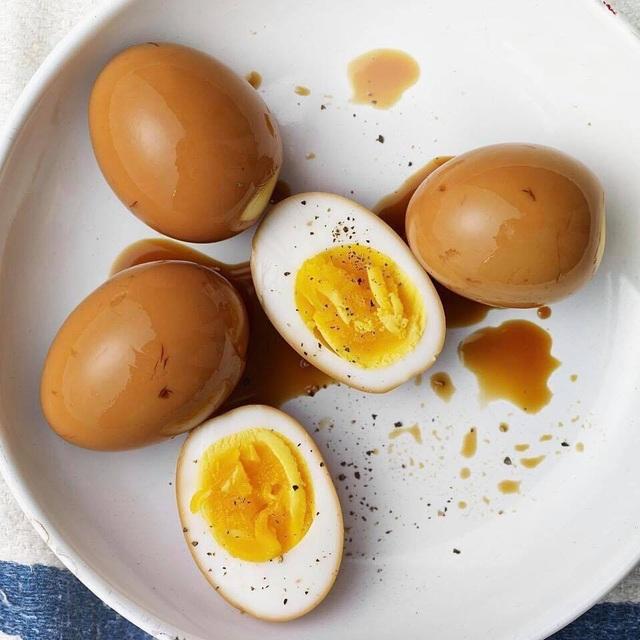 Bí ẩn trứng gà đắt gấp 20 lần trứng thường gây xôn xao khắp chợ - 1