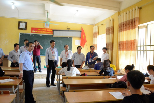 Thứ trưởng Bộ Giáo dục thị sát kiểm tra công tác chuẩn bị thi tại Cao Bằng - 2