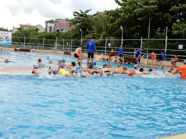 Đà Nẵng phát động toàn dân học bơi phòng, chống đuối nước - 1
