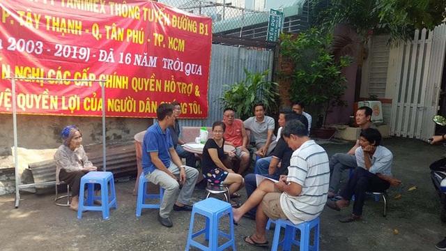 Dân trong khu tái định cư khóc ròng vì gần 2 thập kỷ vẫn chưa thông đường - 1