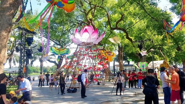 Nhiều sắc màu vui tươi tại lễ hội diều Huế 2019 - 1