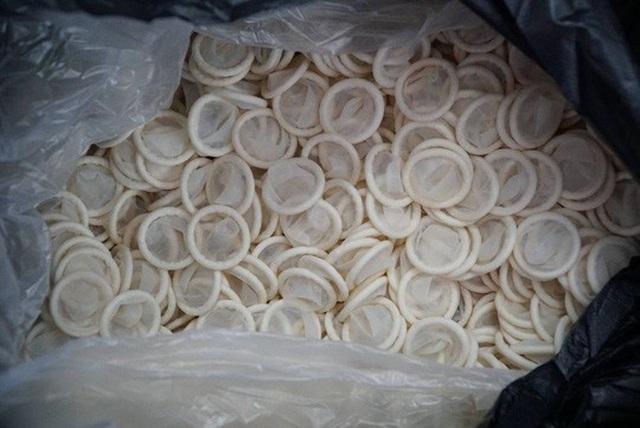 Ớn lạnh với hàng đống bao cao su giả ở TP HCM - 2