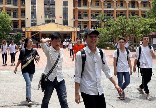 """Tuyển sinh lớp 10 Thái Bình: Đề Ngữ văn vừa sức, đề Địa lý """"dễ thở"""" - 1"""