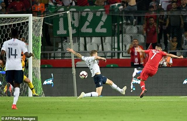 Thổ Nhĩ Kì 2-0 Pháp: Trái đắng cho thầy trò Deschamps - 4