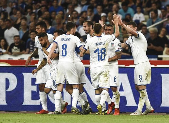 Thắng chóng vánh Hy Lạp, Italia xây chắc ngôi đầu bảng - 1